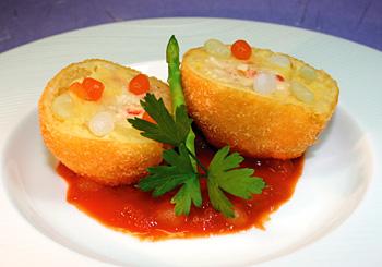 プティ・コンニャクを入れたカニコロッケトマトソース